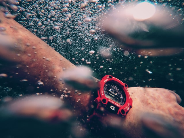 camping watch under water